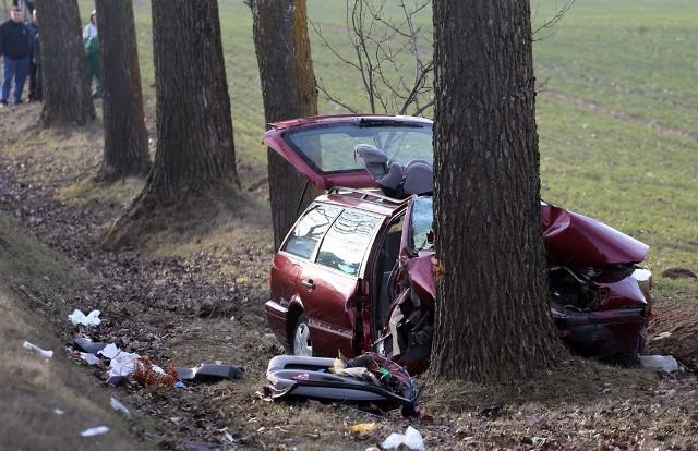 Do wypadku doszło na prostym odcinku drogi podczas wyprzedzania.