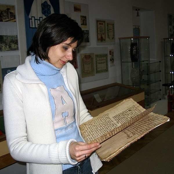 Beata Ślemp-Kwoka: - Księga to dla nas bardzo cenny eksponat, który pozwoli na lepsze poznanie historii Dębicy.