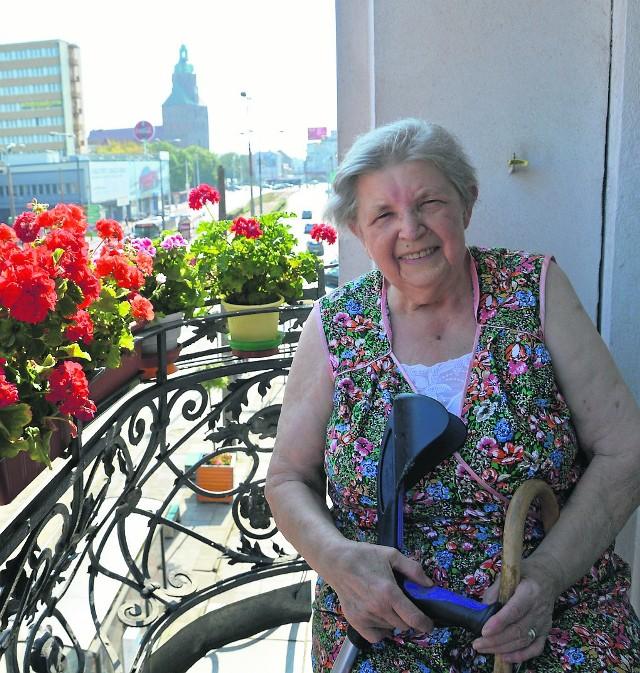 Krystyna Koziorowicz mieszka w samym centrum Gorzowa. Z balkonu kamienicy przy ul. Chro-brego ma niesamowity widok. Za mieszkanie płaci regularnie. To dla niej kwestia uczciwości
