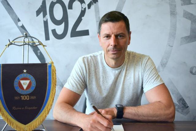 Trener Maciej Musiał w klubie przy ul. Rydlówka