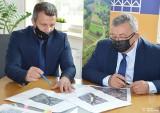 Minister odwiedził samorządowców z Wielkiej Wsi i przekazał czek na modernizacje ulic w Modlniczce