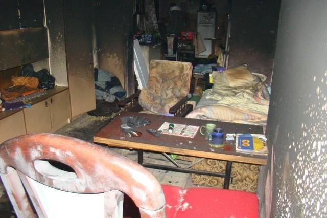 W Kożuchowie w pożarze mieszkania zginął mężczyzna. Trwa ustalanie przyczyn tragedii.