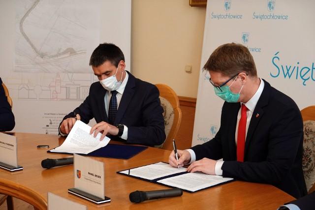 Podpisanie umowy na przebudowę ul. Przemysłowej