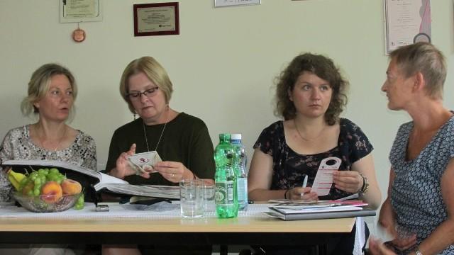 Cynthia Ryan (druga od lewej), Ewa Brdak (tłumacz), Joanna Bogusz z Państwowego Zakładu Higieny i Alicja Korczak – amazonka.