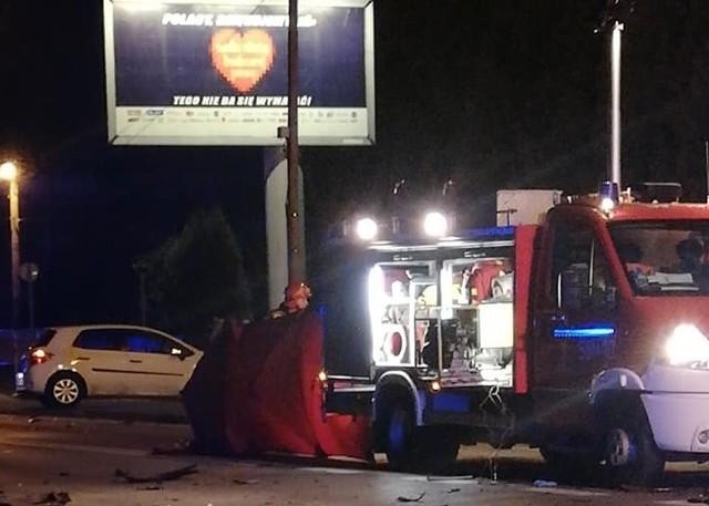 Poważny wypadek na Raciborskiej w Rybniku. Kierowca zbiegł.Zobacz kolejne zdjęcia. Przesuwaj zdjęcia w prawo - naciśnij strzałkę lub przycisk NASTĘPNE