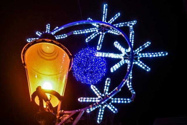 Poznań jest już gotowy na święta! Na ulicach miasta od kilku dni świecą efektowne iluminacje. Pięknie wyglądają szczególnie wieczorem. Przekonacie się o tym, oglądając te zdjęcia.