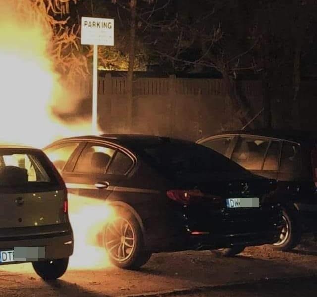 Jednej nocy na ul. Bacciarellego spłonęły trzy auta