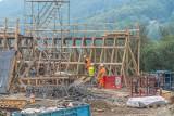Most w Kurowie rośnie w oczach. Od lipca będzie objazd starej przeprawy [ZDJĘCIA]