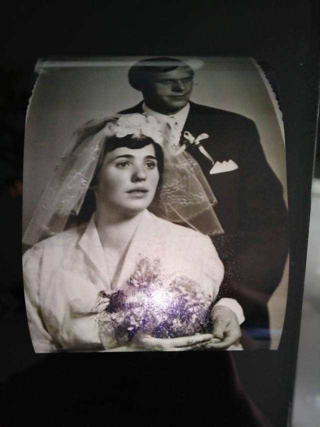 Pani Elżbieta i pan Jan Olejnik. We wtorek, 27 kwietnia 2021, mija im 50 lat od ślubu.
