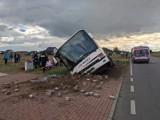 Wypadek autobusu w Maszkowicach koło Zgierza. Kierowca stracił panowanie nad pojazdem. Z Krośniewic do Strykowa jechało 21 osób