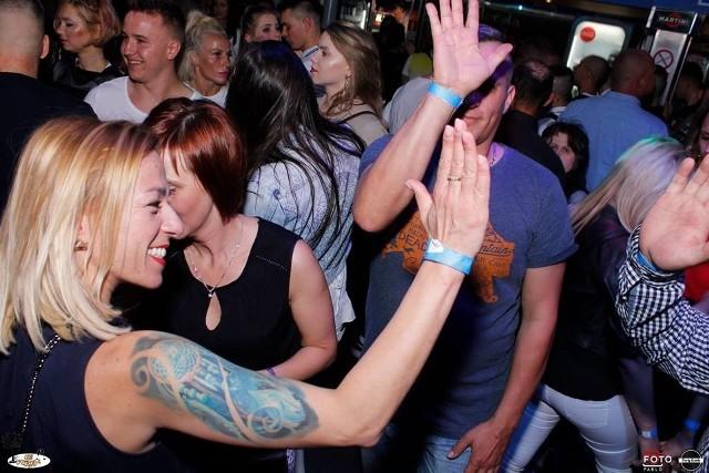 Otwarcie Clubu Floryda rozpoczęło się już w piątek 18 maja. To obecnie jedyny club muzyczny w Żorach. Nie można się więc dziwić, że na otwarciu pojawiło się sporo gości, także z okolic. W tych dniach o muzykę zadbali DJ Kościu oraz DJ Sharif & DJ Alex. Uczestnicy wydarzenia bawili się doskonale.