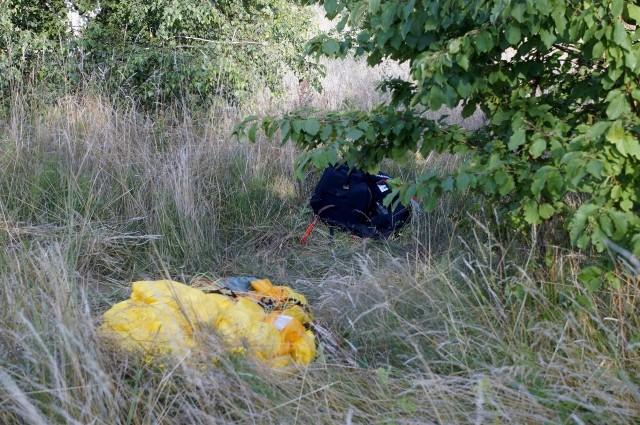 Wypadek paralotniarza w Dębinie. Mężczyzna trafił do szpitala