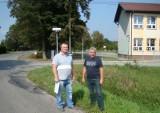Chełmek. Na drodze do szkoły w Bobrku nie ma chodników. Jest niebezpiecznie. Mieszkańcy od kilku lat domagają się modernizacji ulicy ZDJĘCIA