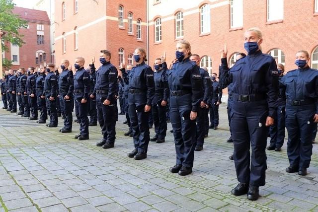 W poniedziałek 110 nowych funkcjonariuszy złożyło przysięgę, służenia Ojczyźnie i społeczeństwu.