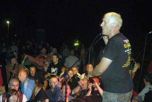 Artur Grabarczyk, wokalista punrockowego zespołu Parafraza.