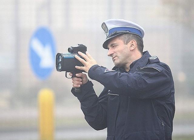 W poniedziałek policjanci używali już nowego miernika na ulicy Warszawskiej w Radomiu.