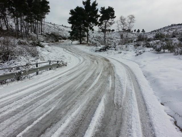 Opady marznącego deszczu ze śniegiem mogą przyczynić się do powstania gołoledzi.