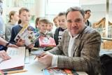 Autor książek dla dzieci dla rodziców bywa barmanem. Rozmowa z Grzegorzem Kasdepke