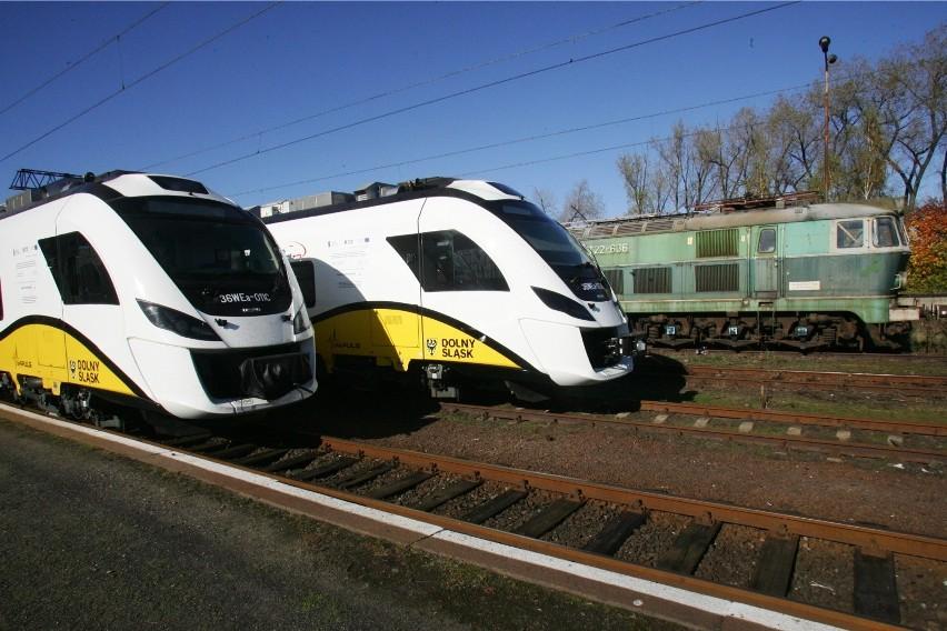 Dolnośląska Służba Dróg i Kolei rozpoczęła wczoraj inwentaryzację linii z Bielawy do Dzierżoniowa i z Bielawy przez Nową Rudę do Radkowa w Kotlinie Kłodzkiej. Najbardziej skorzysta na tym Bielawa, gdzie pociągi nie jeżdżą już od 26 lat.