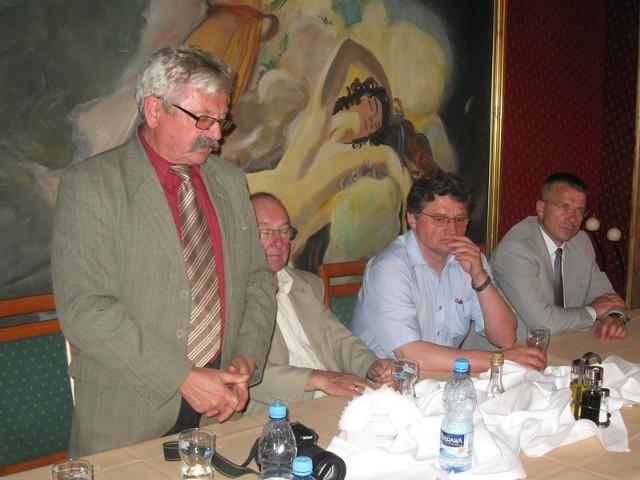 Przedstawiciele izby przedstawili samorządowcom główne problemy współpracy. Z lewej Józef Krzyżanowski przewodniczący rady Lubuskiej Okręgowej Izby Inżynierów Budownictwa.