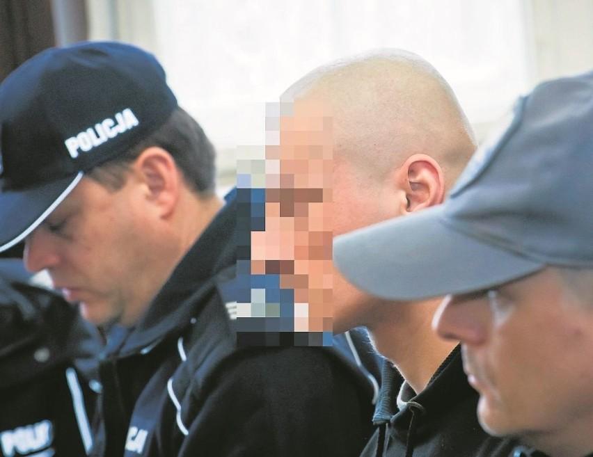 Jakub D. z drwiącym uśmiechem oglądał w sądzie film z wizji...