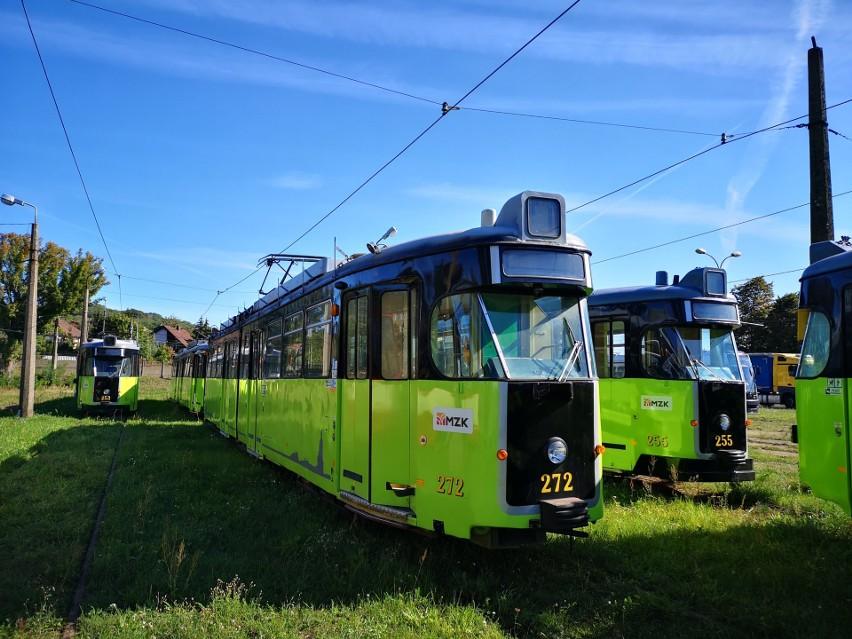 Helmutem znowu będzie można się przejechać na trasie linii numer 1, czyli z Silwany na Wieprzyce i odwrotnie. Pojawią tam się w godzinach od 6.00 do 9.00 oraz od 13.00 do 16.00 w ramach obowiązującego rozkładu jazdy.