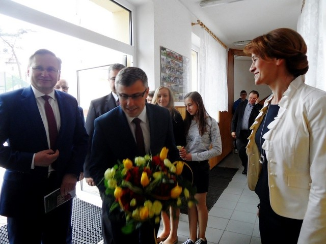 W Kochanowicach świętowano 180-lecie murowanej szkoły i 10-lecie nadana gimnazjum im. Jana Pawła II
