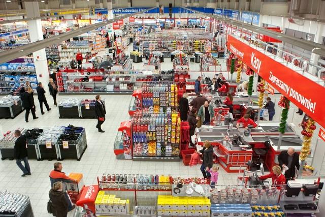 Asortyment marketów Jula to m.in. sprzęt dla majsterkowiczów. Na zdjęciu: Jula w Warszawie
