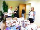 Świąteczne ozdoby z warsztatów w Tarnobrzegu wyruszyły na kiermasze