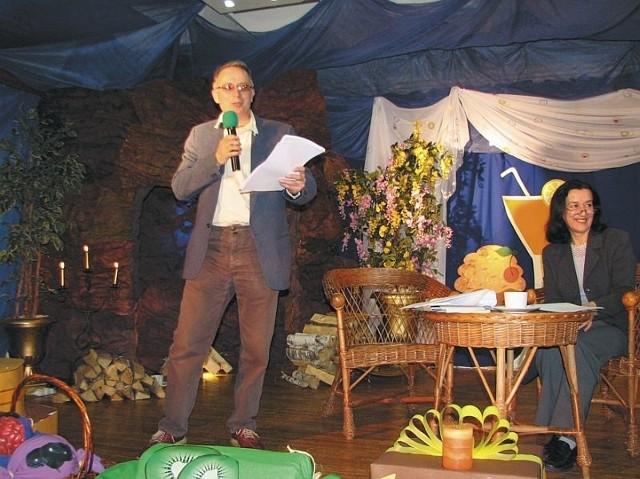 Spotkanie z poetą Andrzejem Salnikowem (na zdjęciu) odbywało się w scenerii stylizowanej na cukiernię.
