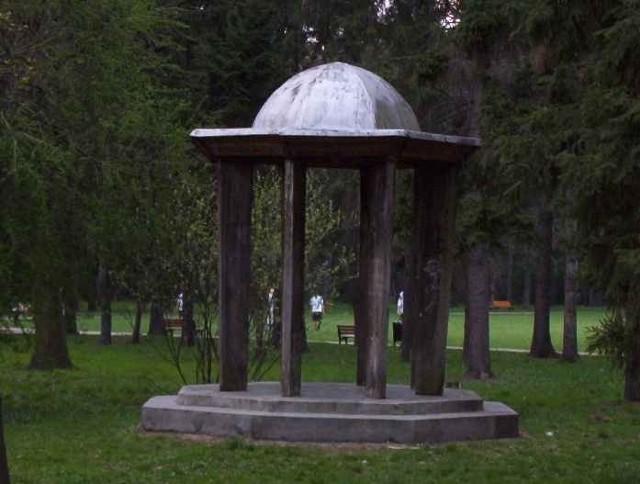 Zabytkowa altana w parku Szczytnickim