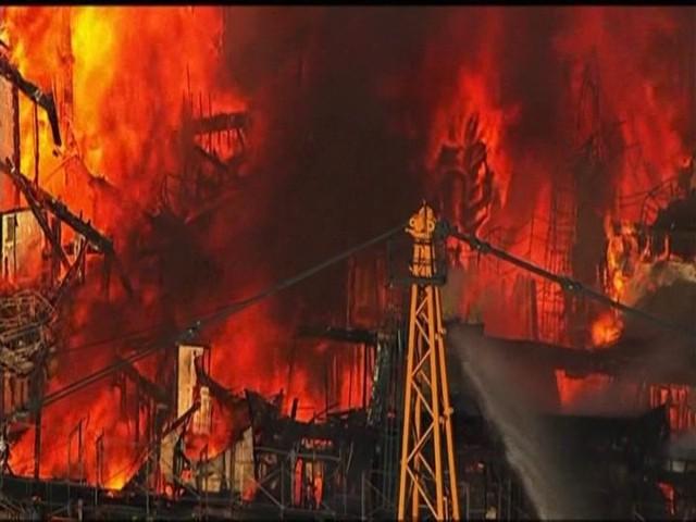 Gigantyczny pożar budowanego apartamentowca w San FranciscoGigantyczny pożar budowanego apartamentowca w San Francisco (WIDEO)