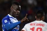 """""""Balotelli jest czarny... Pracuje nad tym, żeby się doczyścić, ale ma z tym dużo problemów"""" - kolejny rasistowski skandal we Włoszech"""
