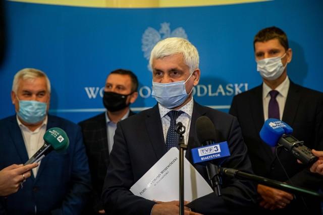 """Minęły trzy lata od startu programu """"Czyste Powietrze"""". Samorządowcy, parlamentarzyści oraz przedstawiciele funduszy ochrony środowiska podsumowali jego działanie."""