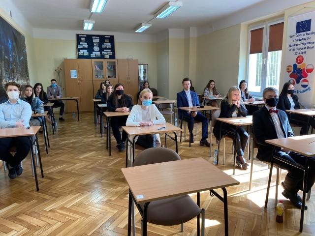 We wtorek maturę pisali uczniowie Liceum Ogólnokształcącego imienia Mikołaja Kopernika w Iłży.