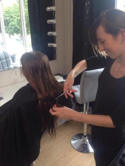 Bliźniaczki Z Torunia ścięły Włosy żeby Pomóc Chorym Zdjęcia