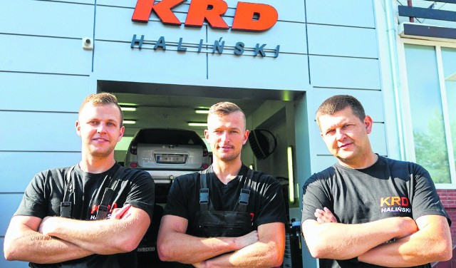 KRD Haliński to firma rodzinna, łącząca ze sobą usługi mechaniki z rzeczoznawstwem