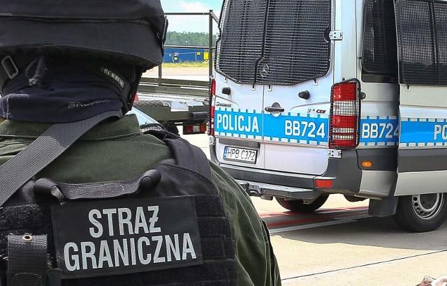Na lotnisku Olsztyn – Mazury w Szymanach funkcjonariusze Straży Granicznej podczas odprawy zatrzymali 27-latka z Giżycka.