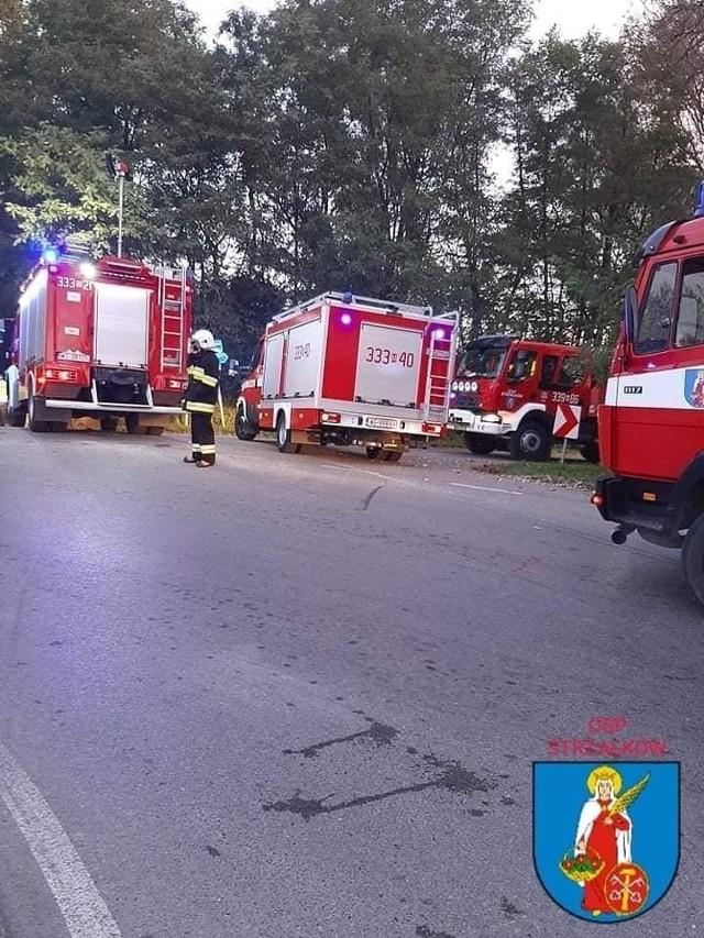 W Koloni Wawrzyszów doszło do śmiertelnego wypadku. Na miejscu pracowali strażacy ochotnicy ze Strzałkowa, Mniszka i strażacy z Jednostki ratowniczo - Gaśniczej w Radomiu.