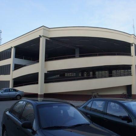 Interesanci i pracownicy zyskali darmowy parking