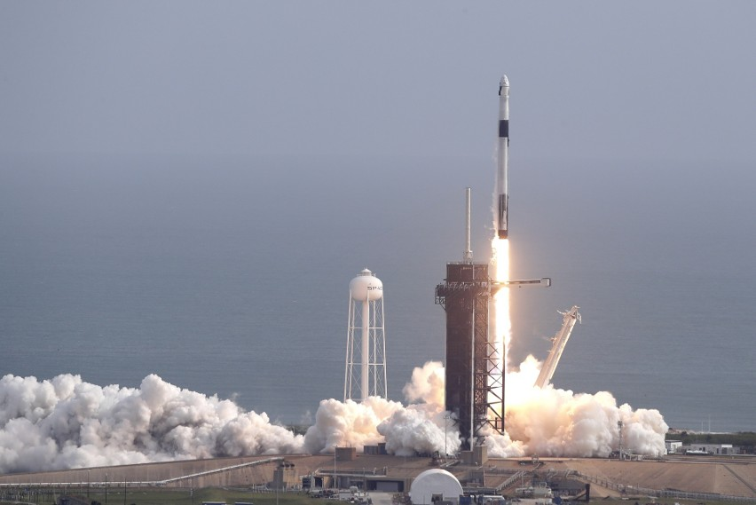 Po dekadzie przerwy Amerykanie wracają ze swoimi rakietami do podboju kosmosu [WIDEO]