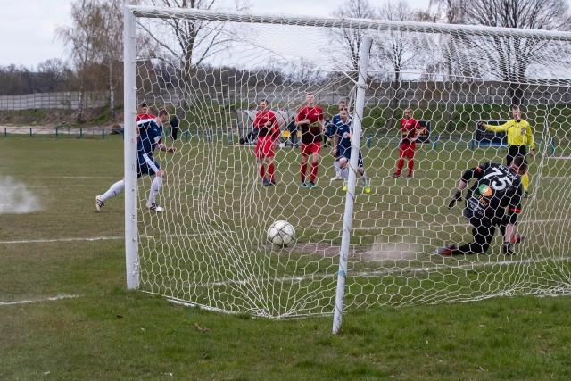 Kibice poczekają blisko 2 miesiące na kolejne bramki w IV lidze.