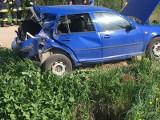 Wypadek na przejeździe kolejowym między miejscowościami Simuny a Hołówki Duże. Drezyna zderzyła się z volkswagenem (zdjęcia)