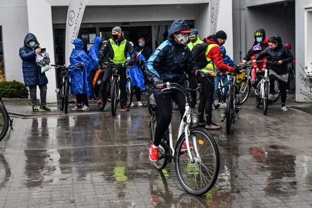 W niedzielę, 2 maja, z okazji Święta Flagi, przedstawiciele RO Okole, Wilczak-Jary Czyżkówko, Smukała-Opławie-Janowo i Osowa Góra zorganizowali rajd rowerowy.