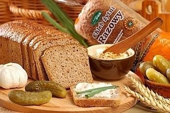 Najwięksi producenci chleba w województwie świętokrzyskim od dziś podnoszą ceny. Małe piekarnie czekają na ruch duzych graczy.