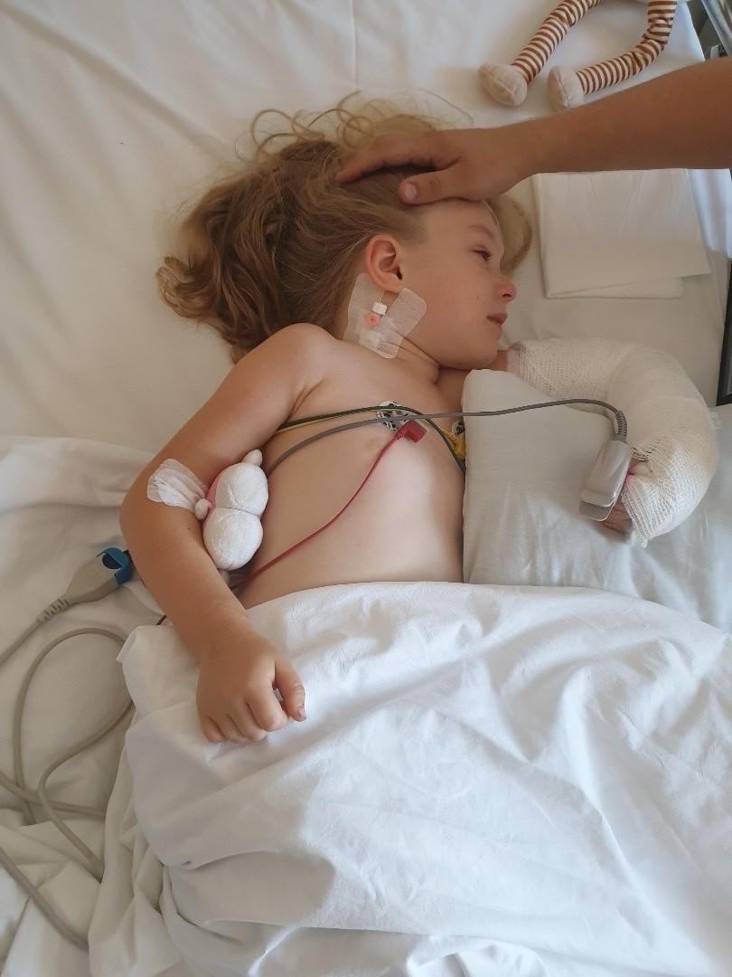 Mała Oliwia przeżyła koszmarny wypadek samochodowy. Lekarze...