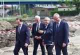Ministrowie i marszałek na budowie obwodnicy Tarnobrzega. Prezydent miasta odebrał czek na blisko 12 milionów (ZDJĘCIA)