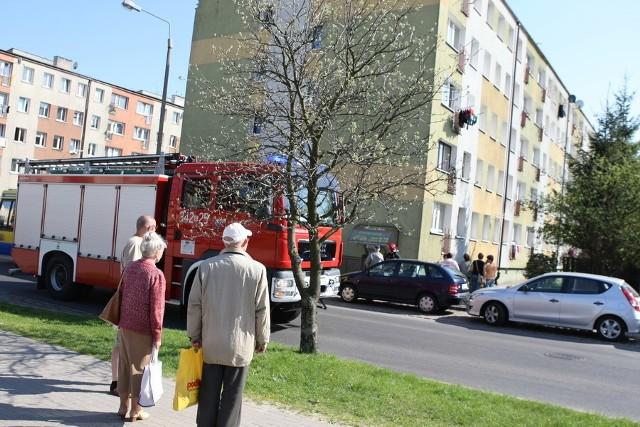 Nieszczęśliwy wypadek na ul. Banacha w Słupsku. Kobieta wypadła z balkonu.
