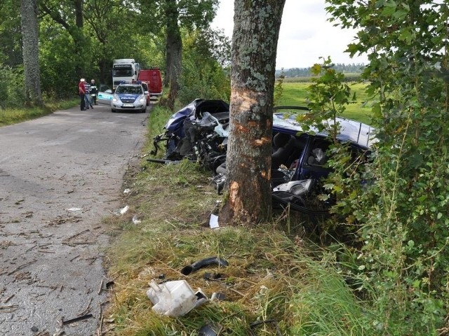 Mazda w miejscu wypadku