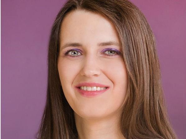 Agnieszka Kołc z małą Klarą i Dominika Ozga, lekarz stomatolog w Klinice Stomatologicznej Pro-Familia przy Szpitalu Specjalistycznym Pro-Familia.